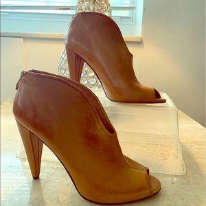 VINCE CAMUTO Azalea Peep Toe Ankle Boot Size 9.5